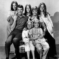'Brady Bunch' mother Florence Henderson dies at 82