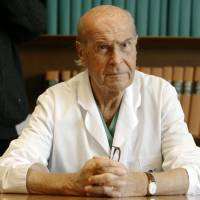 Italian oncologist Veronesi, called father of cancer research, dead at 90