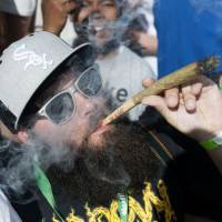 Denver votes to allow marijuana in bars, eateries, other public spaces