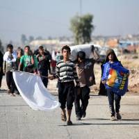 Civilians stuck in Mosul distrust invading Iraqi forces; Shiites yet to close Islamic State escape route