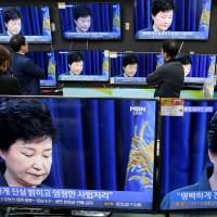 Televisions broadcast a news report on South Korean President Park Geun-hye's statement to the public about a scandal that has roiled her administration in Seoul on Friday. | REUTERS
