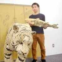 Sapporo craft artist creates cardboard animals with touch of realism