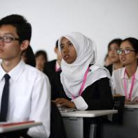 Foreign students attend a job fair in Tokyo in August 2014. | BLOOMBERG