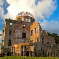More foreign dignitaries taking cue from Obama, visiting Hiroshima, Nagasaki