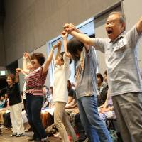 Shout it out: The roughly 1,600-member cast of 'Gold Symphony, my dream, your dream' are almost all amateurs and all of them are over 60 years old. | © AKI TANAKA