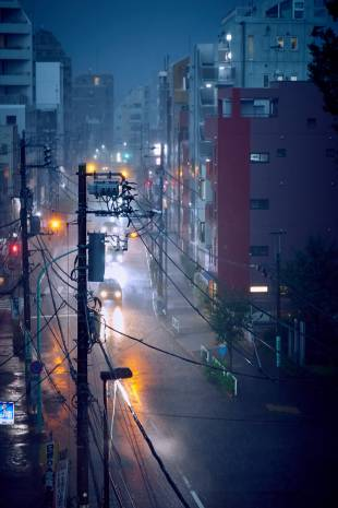 Dusk downpour: A torrential rain shower seen from an apartment in the north of Shibuya Ward. | ANDREW CURRY