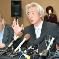 Anti-nuclear village voice: Former Prime Minister Junichiro Koizumi attends a press conference in Carlsbad, California, in May with former U.S. soldiers who have sued Tokyo Electric Power Co. for damage to their health they believe was caused by the Fukushima nuclear disaster. The author of this column, Brian Victoria, who acted as translator for Koizumi during the trip, is seated on the left. | ‹