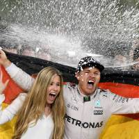 Rosberg clinches F1 title to match father's '82 achievement