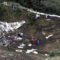 Soccer world in mourning after plane crash claims most of rising Brazilian team bound for cup final