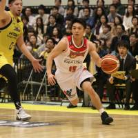 NeoPhoenix outlast Sunrockers to earn series split