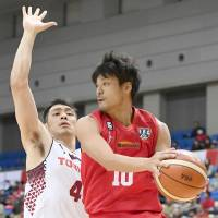 Brave Thunders dominate in fourth quarter, earn victory over Grouses