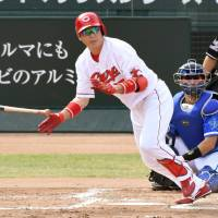 Central League MVP Takahiro Arai helped the Carp win the pennant for the first time since 1991. | KYODO