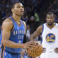 Durant torches old team for 39 as Warriors stay hot