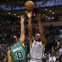 Reserves give Spurs a big lift against Celtics