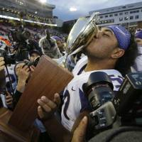 No. 6 Huskies rout No. 23 Cougars in Apple Cup showdown