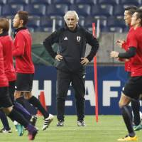 Halilhodzic prepares to bench stars for World Cup showdown