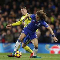 Chelsea routs Everton to move top