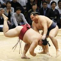 Goeido, Hakuho bounce back from defeats