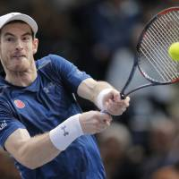 Murray celebrates rise to No. 1 by winning Paris Masters