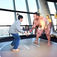 People can take on a sumo wrestler at Tokyo Skytree's observation deck from New Year's Day to Jan. 3. | TOKYO-SKYTREE