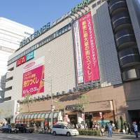 The Printemps Ginza department store closed on Saturday after 32 years of doing business. The building will reopen in March as Marronnier Gate, a new shopping facility. | KYODO
