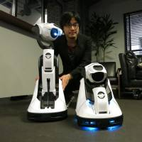 Projector robot moves, learns, alters shape
