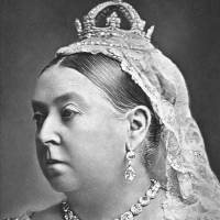 Queen Victoria wearing the Koh-i-Noor brooch in 1887 with the coronation necklace and earrings and a small diamond crown. | ALEXANDER BASSANO (ROYAL COLLECTION) (PUBLIC DOMAIN)