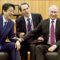 For sake of summit, Japan snubbed G-7 leaders in condemning Russia for Syria crisis