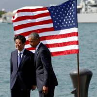 Prime Minister Shinzo Abe and U.S. President Barack Obama at Joint Base Pearl Harbor-Hickam, Hawaii, on Dec. 27. | REUTERS