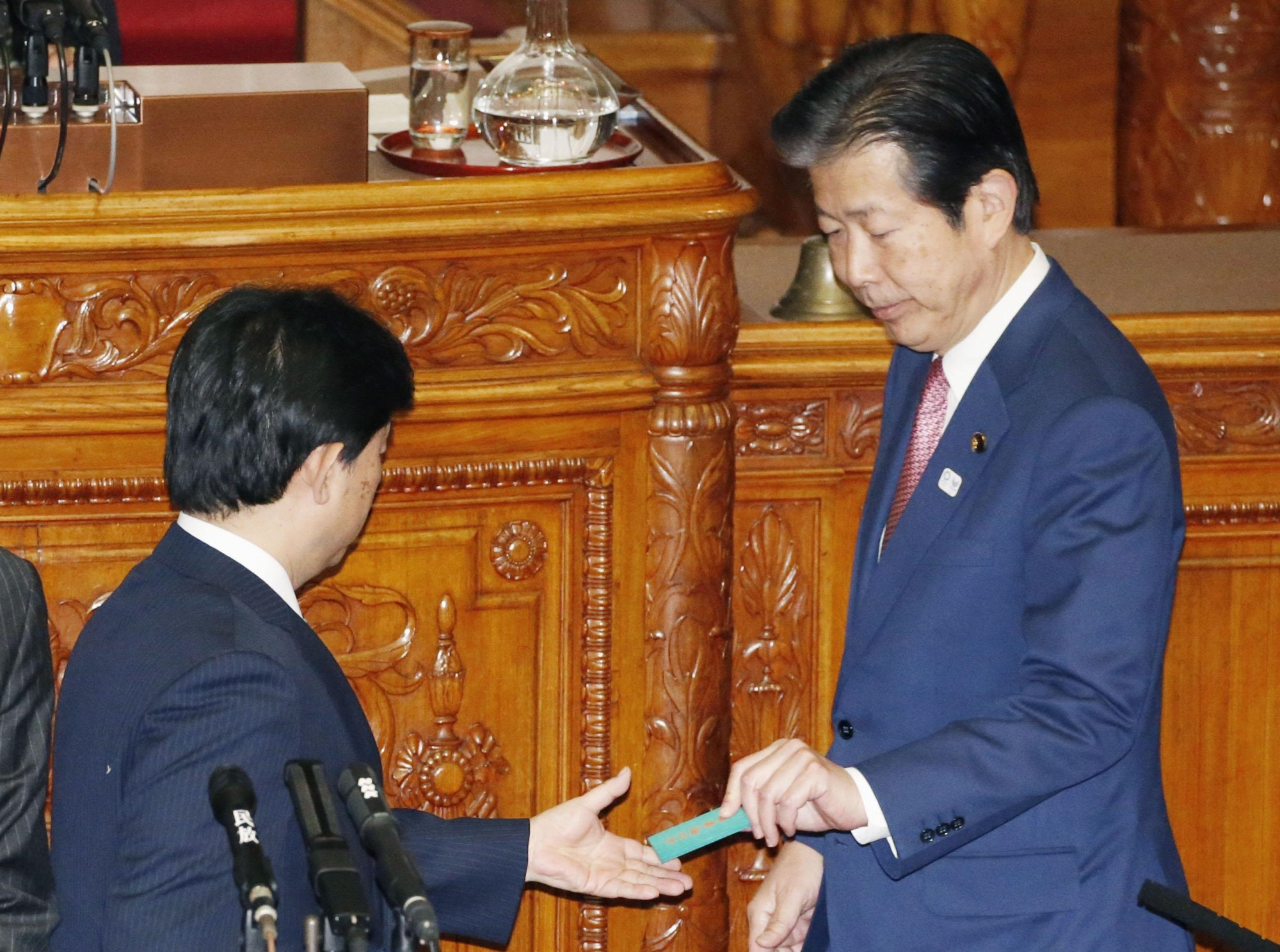 Komeito chief Natsuo Yamaguchi votes against the controversial casino bill during the Upper House plenary session Wednesday. Despite being part of the ruling coalition, Komeito left the decision to each of its members. | KYODO