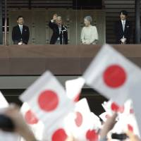 Emperor's 83rd birthday gathers record crowds