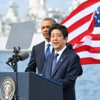 Prime Minister Shinzo Abe delivers a speech as U.S. President Barack Obama looks on at Pearl Harbor in Hawaii on Tuesday. | KYODO