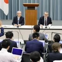 Takashi Imai (left), honorary chairman of Keidanren, and Takashi Mikuriya, professor emeritus at the University of Tokyo, field questions after an advisory panel on the Emperor abdication issue held its first meeting at the Prime Minister's Office on Oct. 17. | KYODO