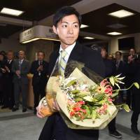 Hiroto Fujii leaves City Hall in Minokamo, Gifu Prefecture, after resigning as mayor Monday.  KYODO