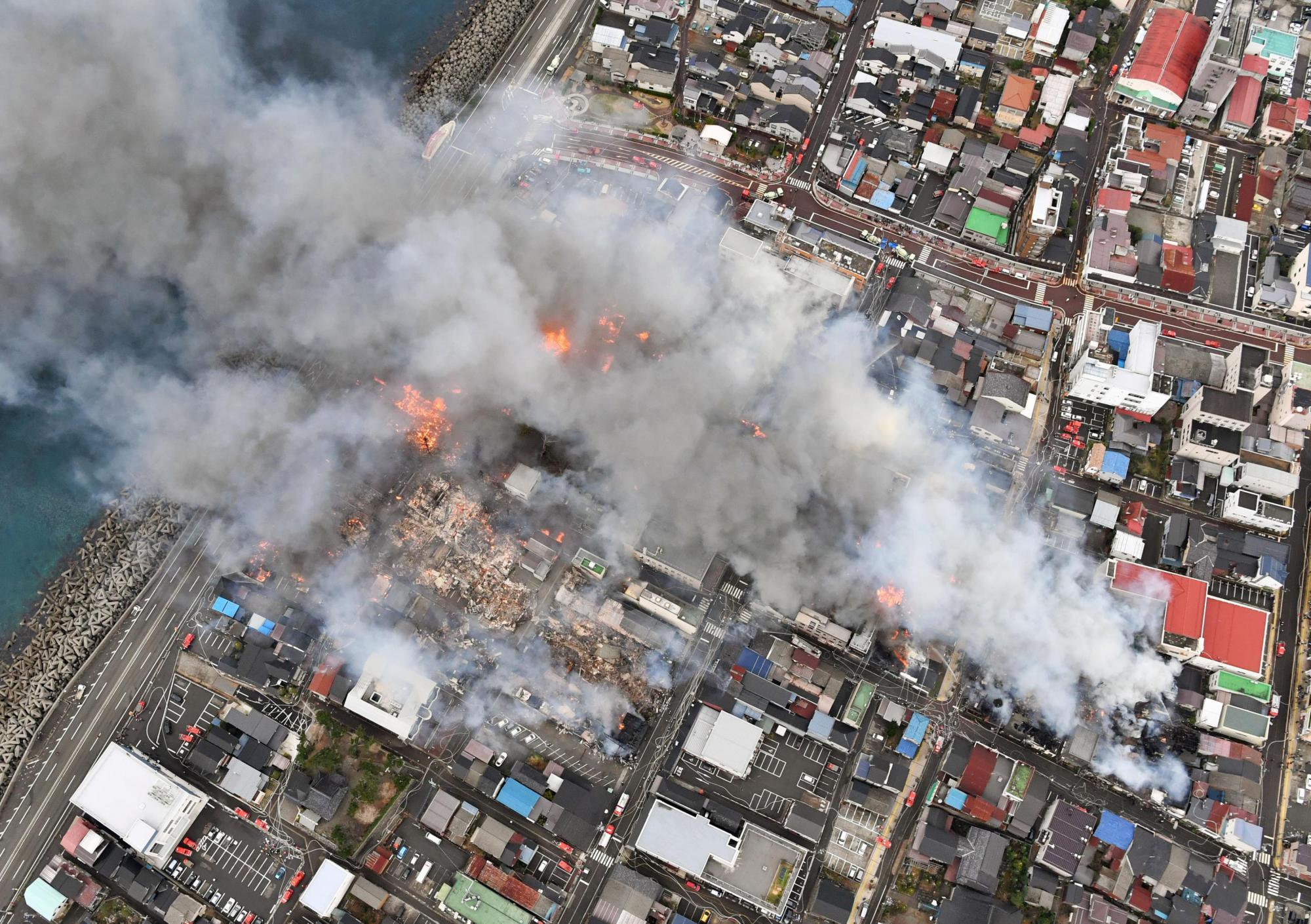 Smoke is shown streaming through Itoigawa, Niigata Prefecture, on Thursday from a major fire driven by strong winds.   KYODO