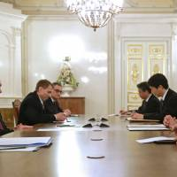 Kishida asks Putin for progress on isle row, links economic deal to control