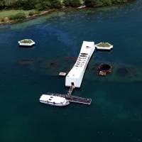 Remember the dead: The USS Arizona Memorial, which Japanese Prime Minister Shinzo Abe will visit in late December, may have been visited by former Prime Minister  Noboru Takeshita on a trip to Hawaii in June 1988. | PUBLIC DOMAIN