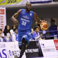 Albirex edge Lakestars, improve to 10-10