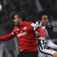 Japan captain Hasebe earns Frankfurt contract extension