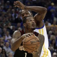 Warriors see win streak ended at 12 by Rockets