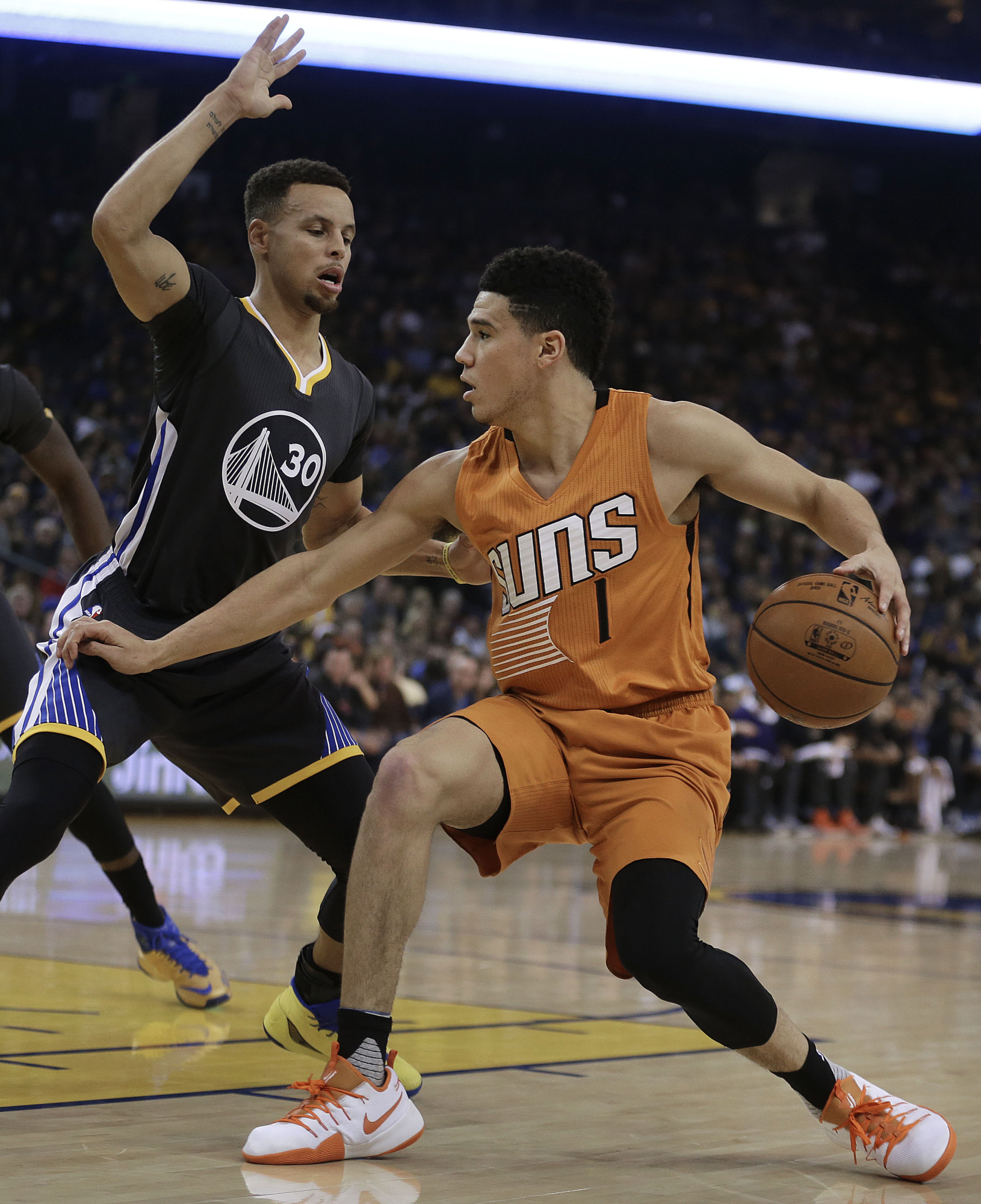 Hayward Scores 32 As Jazz Beat Nuggets: Curry Leads Charge In Win Over Suns