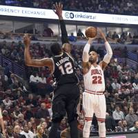 Bulls end Spurs' bid for record road victory streak
