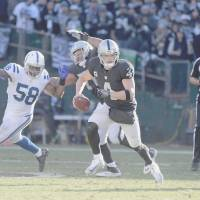 Raiders beat Colts, lose Carr to injury