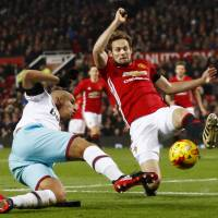 Man United, Southampton into English League Cup semis