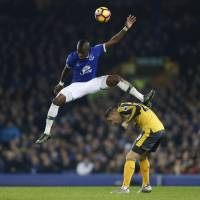 Everton sinks Arsenal with late Williams goal