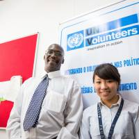 A Kwansei Gakuin University student (right) working as a U.N. youth volunteer in Mozambique | KWANSEI GAKUIN UNIVERSITY