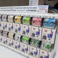 Capsule toy vending machines at Narita airport a hit with tourists from abroad