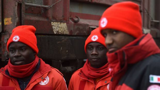 Search for Italy avalanche survivors makes headway; Migrants pitch in