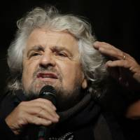 The leader of Italy's 5-Star Movement, Beppe Grillo, delivers a speech on constitutional reforms in Turin on Dec. 2. | AFP-JIJI