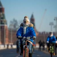 500 brave Moscow freeze for mass bike ride
